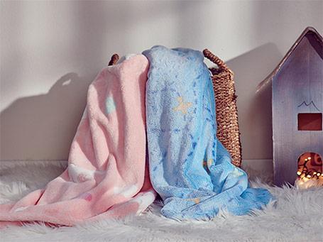 Set din cuvertura si perna pentru copii Dormeo Warm Hug 2020